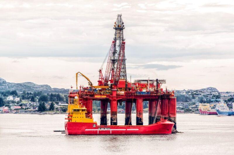 jpt-offshore-rig-hero12.jpg