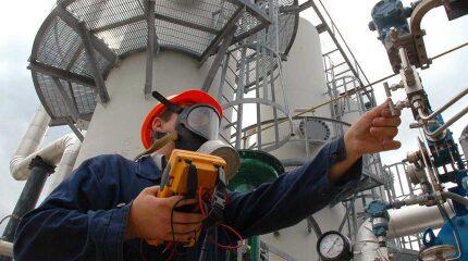 refinery-worker.jpg