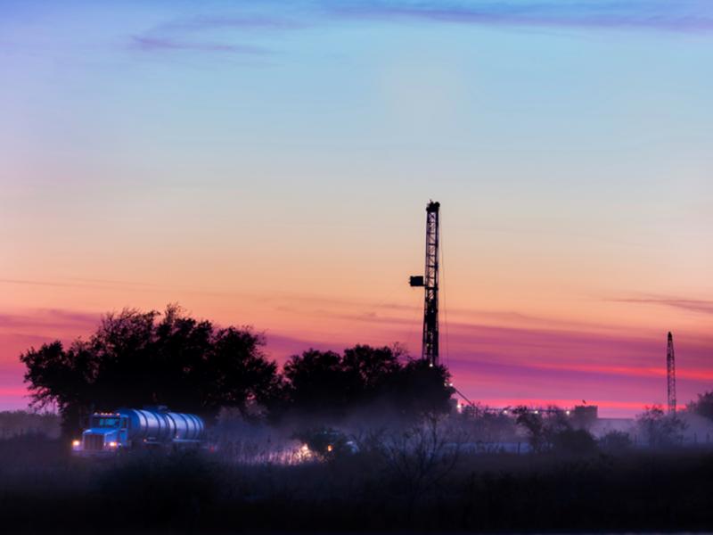 jpt-2016-02-drillingfluidhero.png