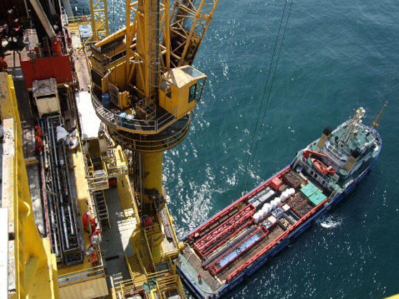 jpt-2016-10-dubai-petroleum-completes-multistage.jpg
