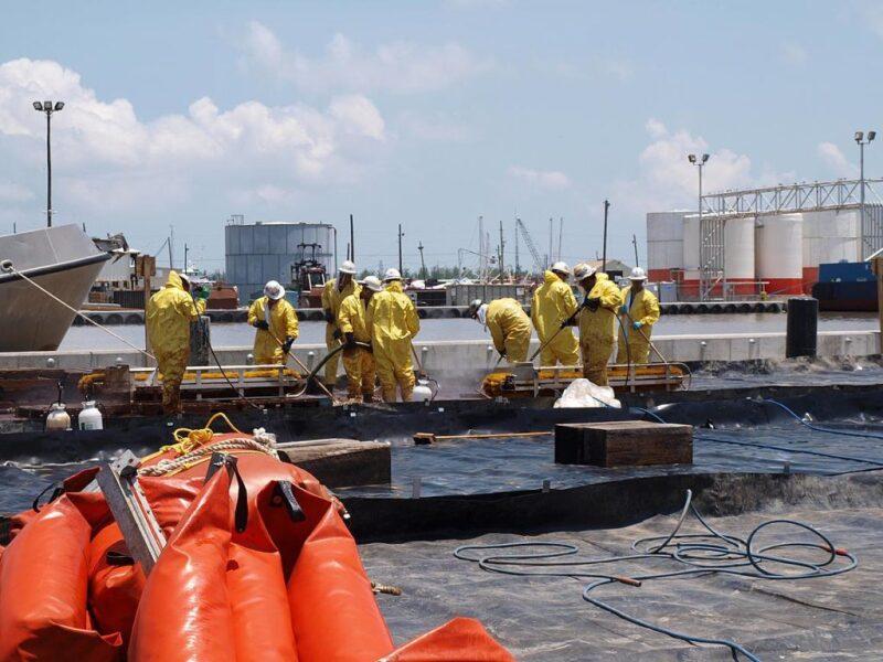 20170919-oil-spill.jpg