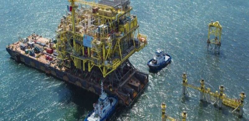 Topsides unit on a barge