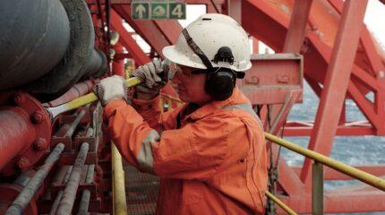 jpt-2020-offshore-worker-hero1.jpg