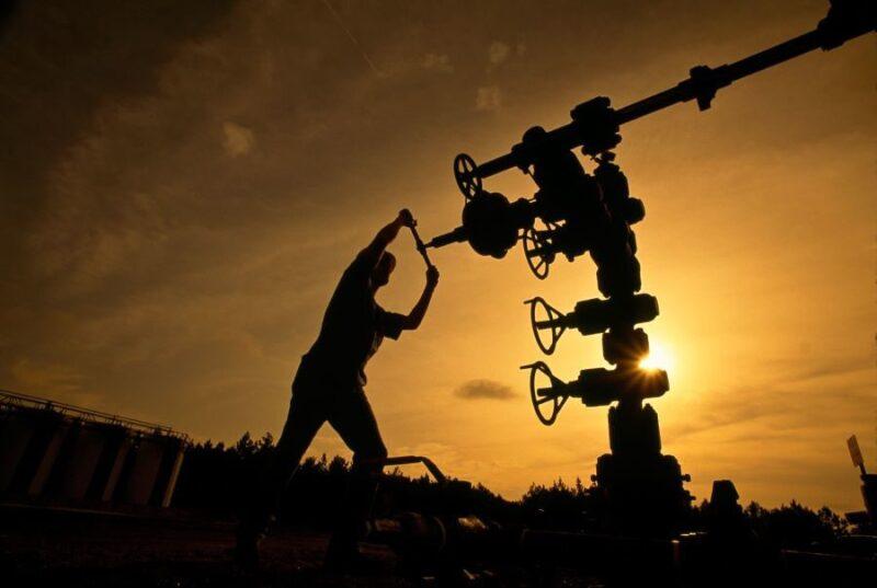 jpt-2020-oilworker-hero-4.jpg